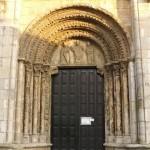 Portal glavni vhod v cerkev Sv. Nikolaja.