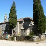Ob pot še stara cerkvica v romanskem slogu; to je njena zunanjost...